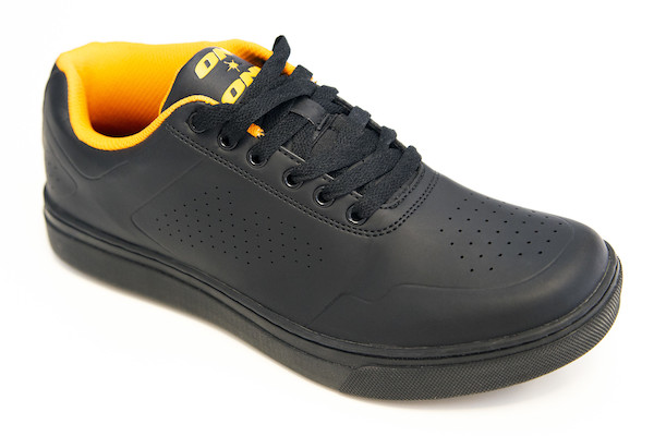 On-One Vulcan Shoe   Shoes and overlays