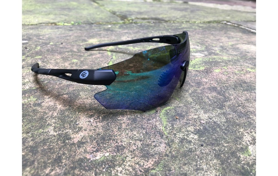 Carnac Equipe V2 Sunglasses / Matt Black / Green Revo