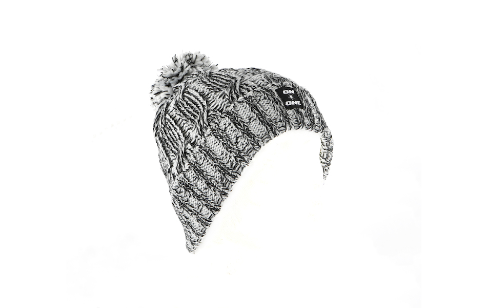 On-One Reflective Bobble Beanie / Grey Marl
